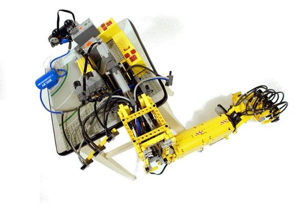 030310 rg LEGORobotArm 01