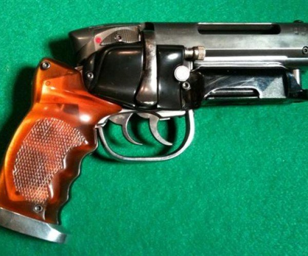 Mythbuster Adam Savage Makes the Perfect Blade Runner Blaster Replica