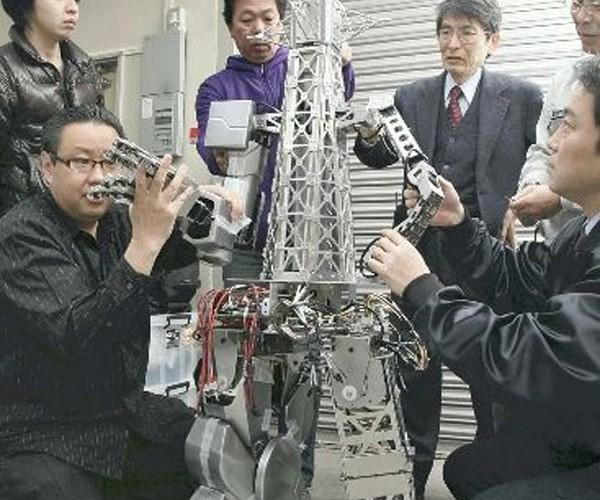 Tsutenkaku Towerbot Makes Almost as Much Sense as a Godzillabot