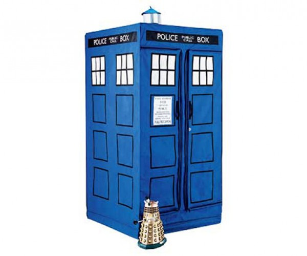 Doctor Who Tardis Zipperrobe Takes Your Clothes to Another Dimension