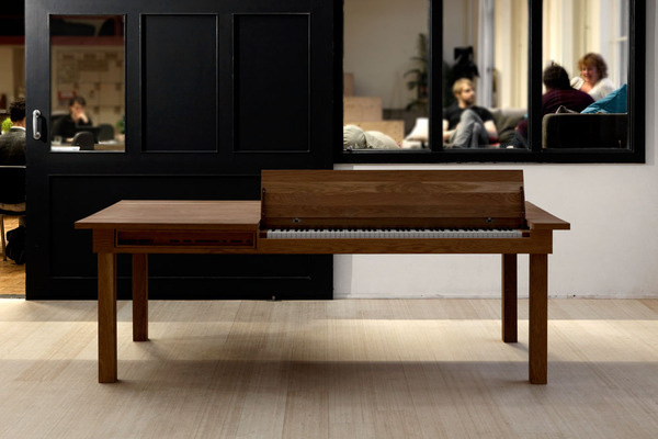 electric piano table 1