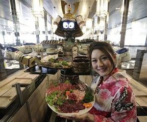 Do Dancing Japanese Samurai Robots Serve Bbq in Thailand? Yes.