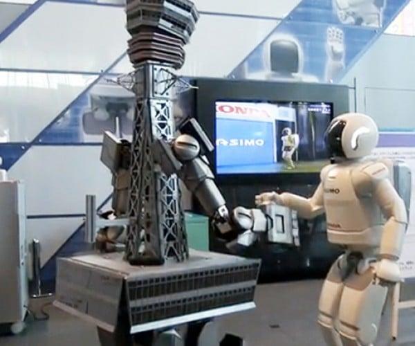 Osaka Tower Robot Vs Honda Asimo: Fight!