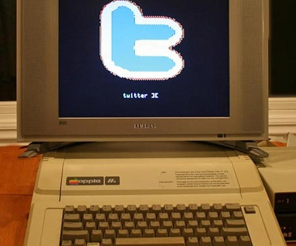 Apple Iie Gets Twitter on 5.25-Inch Floppy