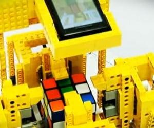 LEGO Robot Runs Android OS, Solves Rubik's Cubes