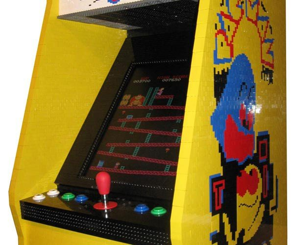 LEGO Pac-Man Arcade Combines Old-School Games and Old-School Toys