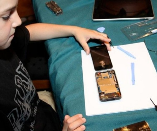 10-Year Old Kid Repairs Cracked iPhone Glass for $22