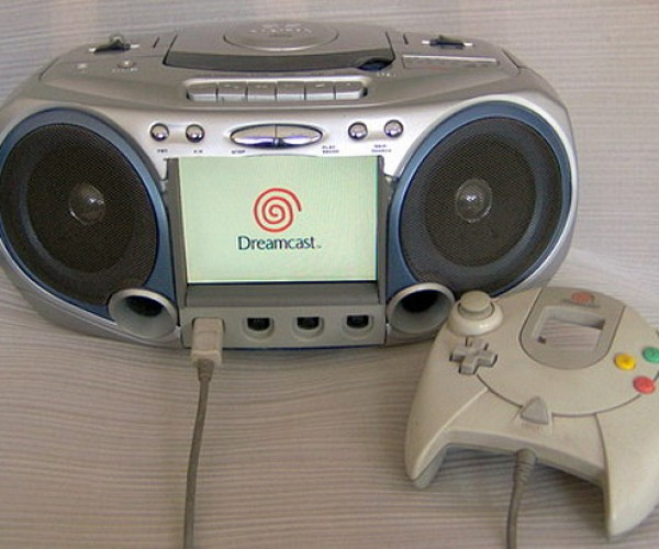 Dreamcast Boombox Kicks Out the Retro Jamz [Casemod]