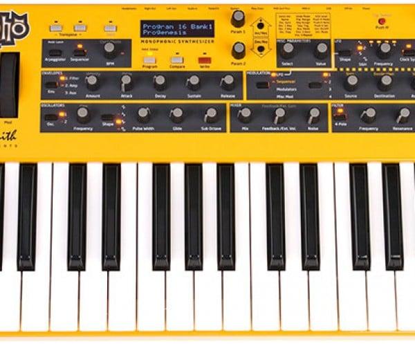 mopho analog synthesizer 1