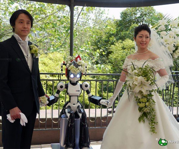 Robot Weds Couple in Japan