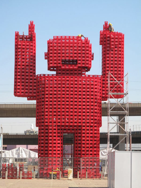 Voxel-Like Coke Man Constructed for the World Cup - Technabob