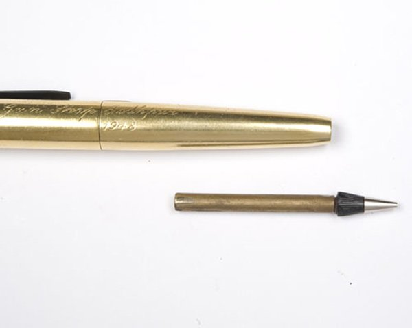 Gold-Plated-Pencil-Pistol-4