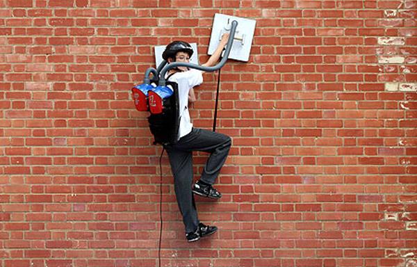 hibiki_kono_vacuum_wall_climb