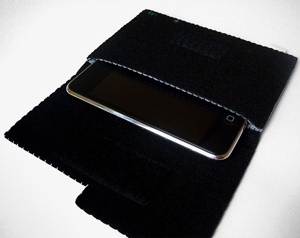 iphone_inside_ps3_case