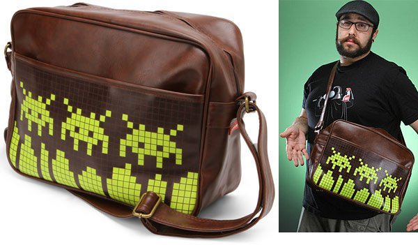 space_invaders_messenger_bag