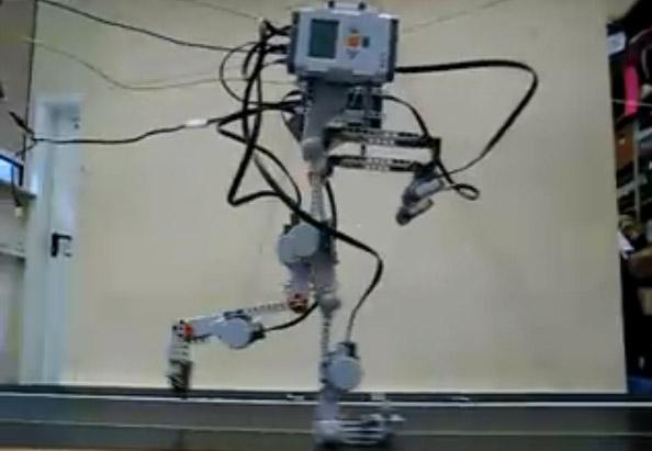 walking_lego_robot