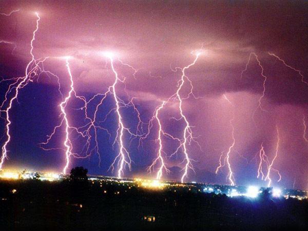 lightning strikes flash video tom warner