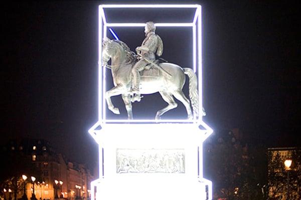 henri iv statue with lightsaber 2