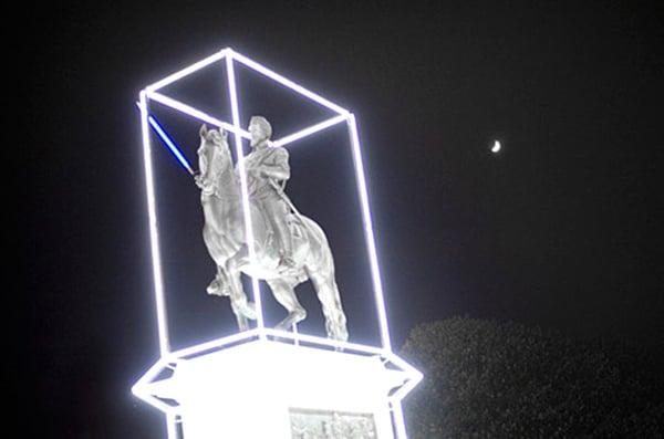 henri iv statue with lightsaber