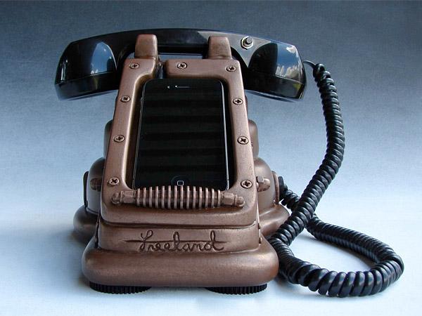 iretrophone_steampunk_iphone_dock_2