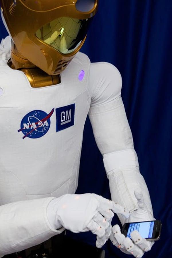 robonaut nasa discovery usa space tweet twitter