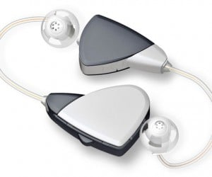 Beltone Bluetooth Hearing Aid Helps Grandma on Her Cellphone