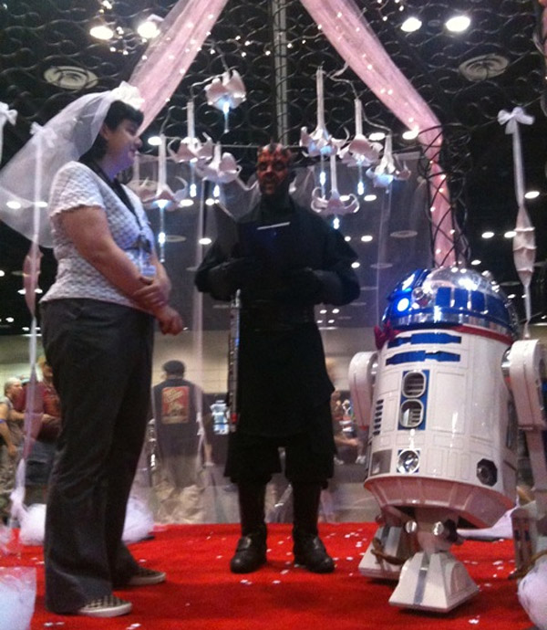 r2-d2_wedding_picture_1