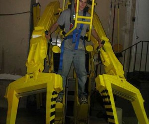 Omg! Life-Size Aliens Power Loader Costume is Epic Halloween Awesomeness!