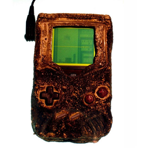 melted_nintendo_game_boy_gulf_war