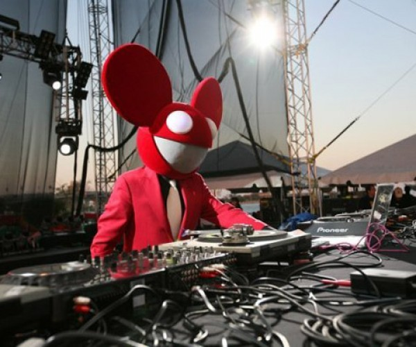 Deadmau5 Halloween Mask Powered by a Netduino: Rocking to the Beats