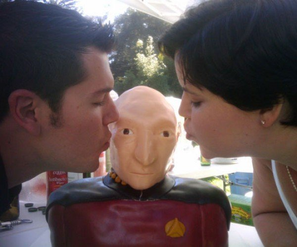 Picard Wedding Cake Lets Geeks Make It So