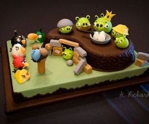 Angry Birds Cake Makes Me Want to Eat and Play Games at the Same Time