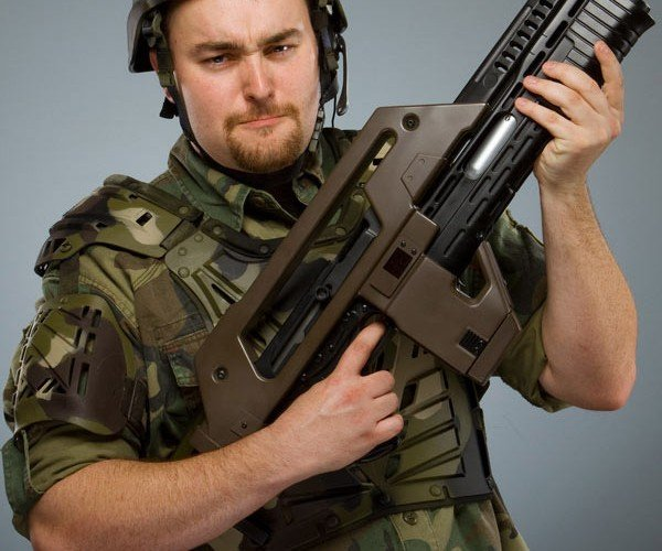 Aliens Pulse Rifle Replica Can be Yours (for the Low, Low Price of $900 Bucks)