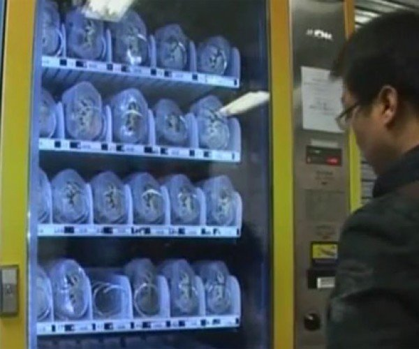 Live Crab Vending Machine: Only in Japan. Oh Wait, This Thing is in China.