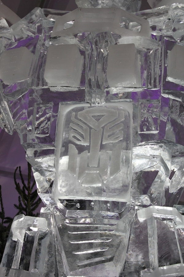 optimus_prime_ice_sculpture_2