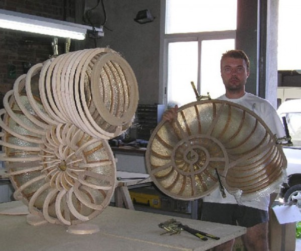 Geek Builds His Own Nautilus Speakers From Scratch