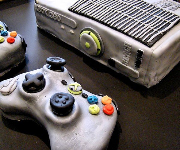 Xbox 360 Halo Reach Edition Cake: No Halo Disc Cake Included