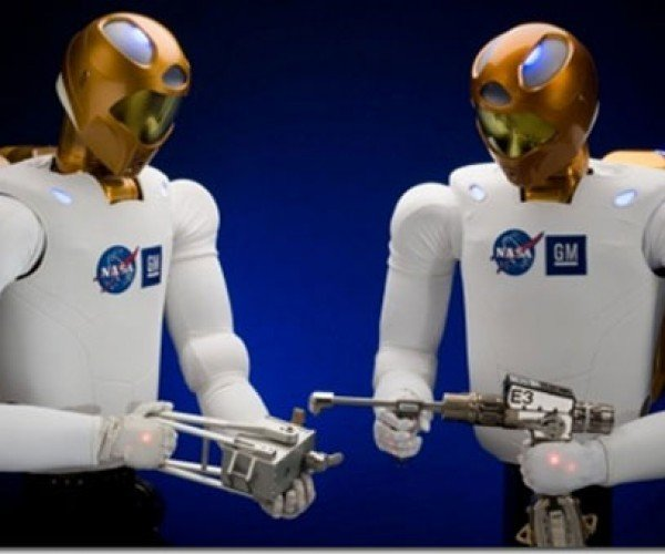 Dainty Human-Like Hands Will be the Key to Robonaut 2′s Success