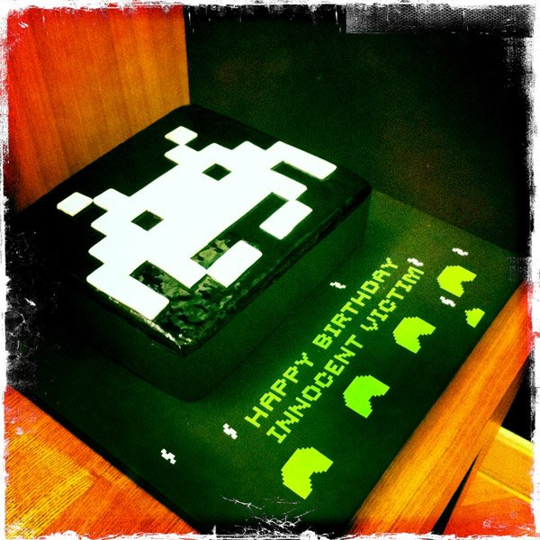 space_invaders_cake