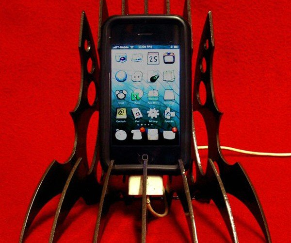 Klingon iPhone Stand: Today Isn't a Good Day for Your iPhone to Die