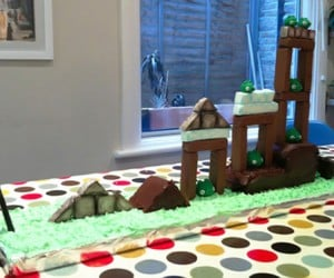 Playable Angry Birds Cake: This Will Get Messy