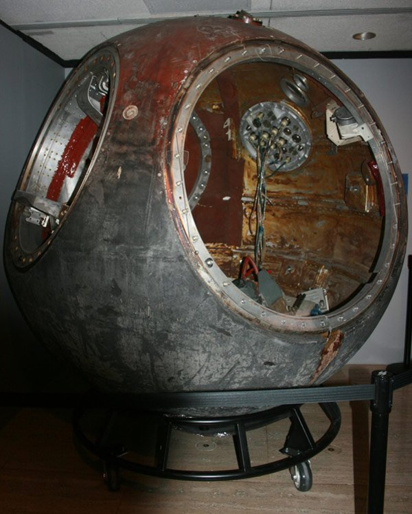ussr cccp vostok capsule space travel orbit