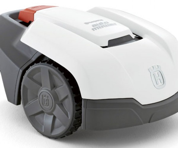 Automower 305 Lawnmowing Robot is a Dream for Lazy Geeks