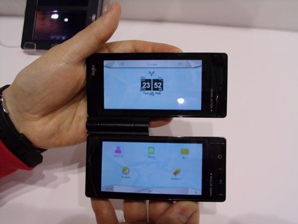 fujitsu-dual-touchscreen-android-phone 2