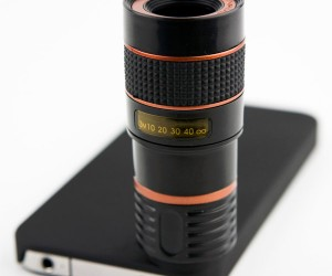 iPhone Photojojo Telephoto Lens Lets You Zoom Way In On the Action