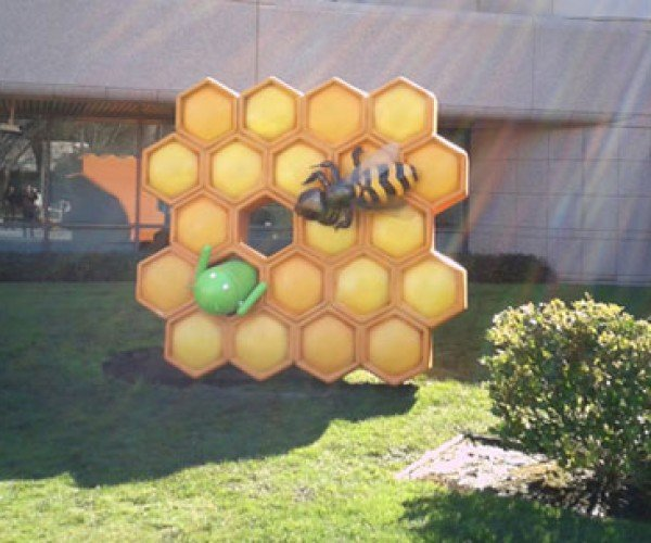 Honeycomb Statue Lands at Google Android HQ