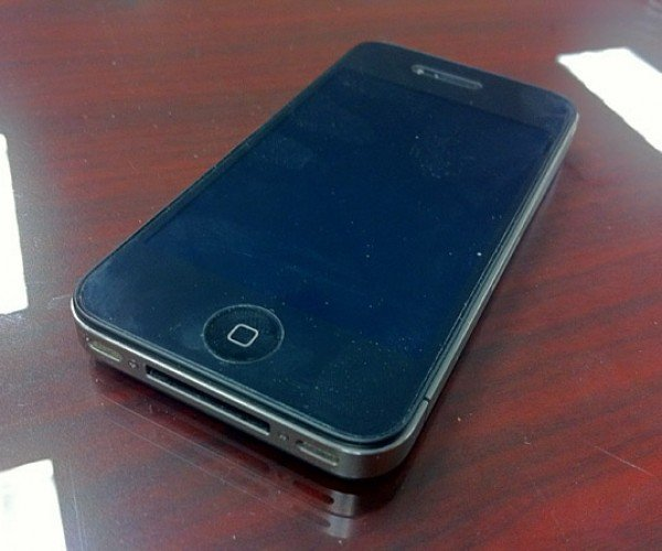 iPhone 4 Falls 1,000 Feet from Plane and Survives