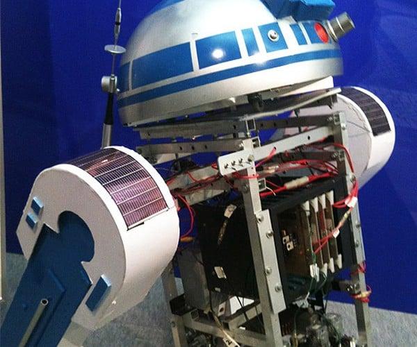 SolaR2-D2 Robot Has a Sunny Disposition