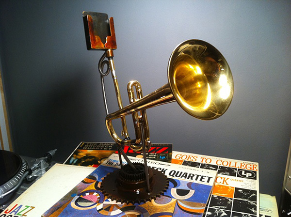analog tele-phonographer iphone trumpet amplifier by christopher locke