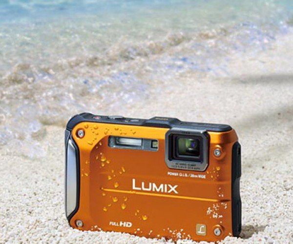 Panasonic Lumix DMC FT3: Rugged and Orange